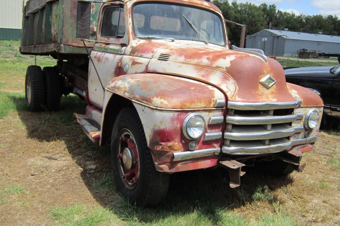 1951 Diamond T dump truck