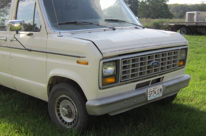 1989 Ford 1/2 ton Cargo Van