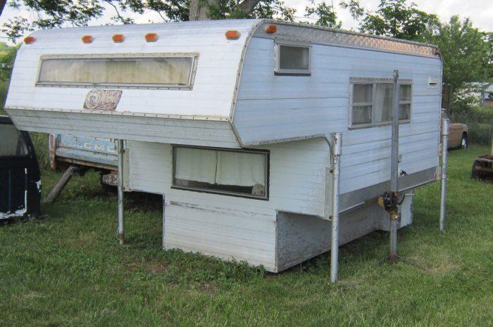 1967 Mitchel 8′ Overhead Pickup camper